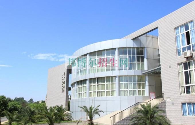 四川華新現代職業學院招生辦聯系電話