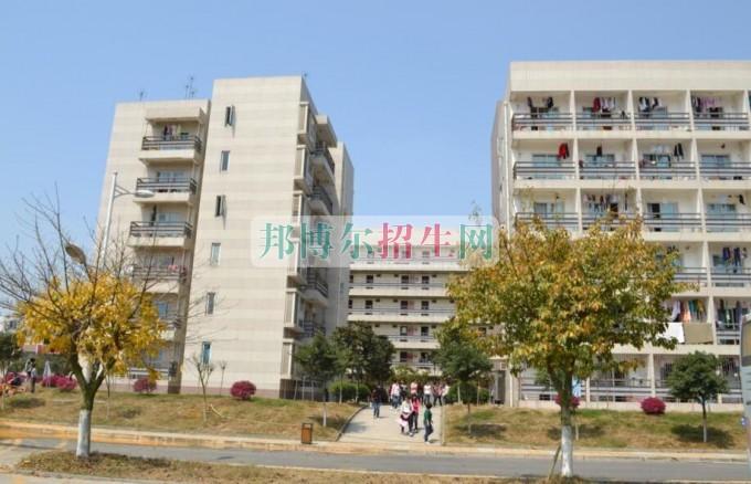 四川華新現代職業學院是幾專
