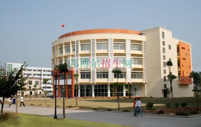 广西英华国际职业学院是几专