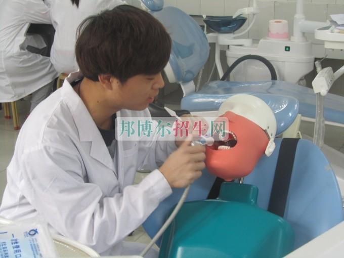 男生可以读口腔医学吗