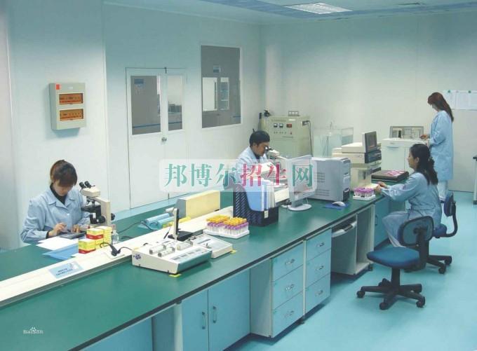 女生学医学检验专业好找工作吗