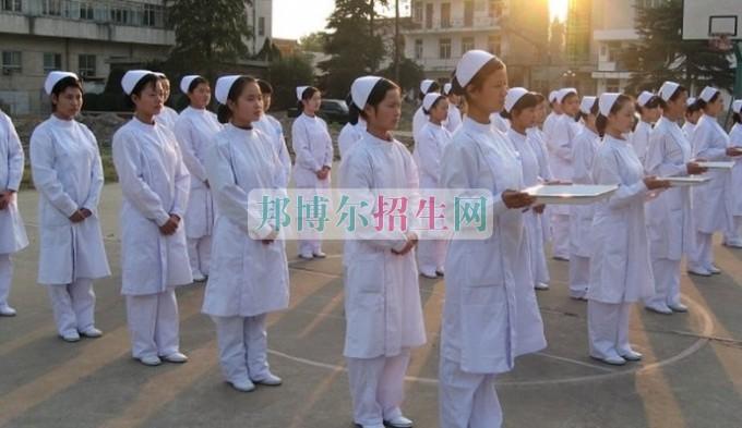初中毕业读高级护理专业