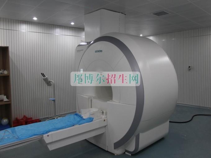 初中毕业可以学医学影像专业吗