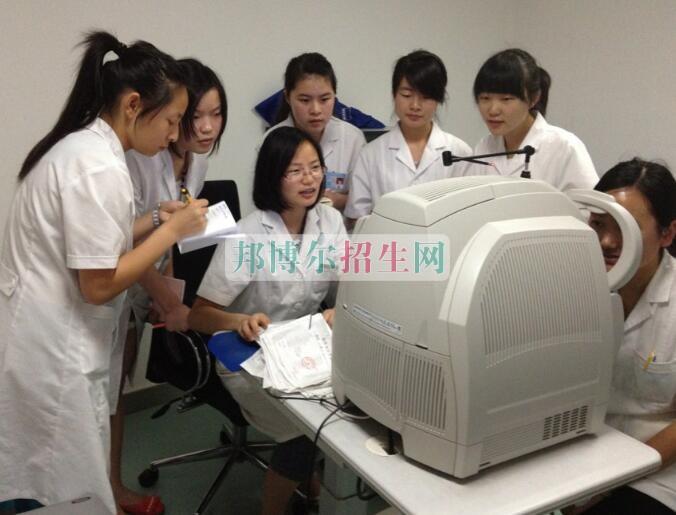 眼视光技术开设有哪些课程