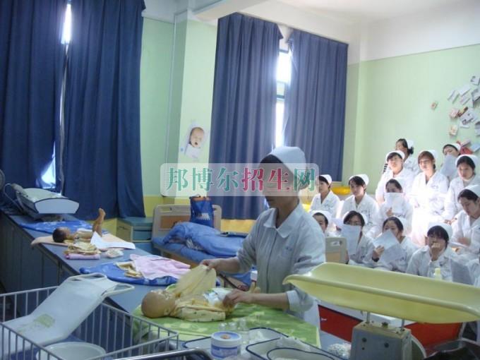 成都好一点的高级护理学校