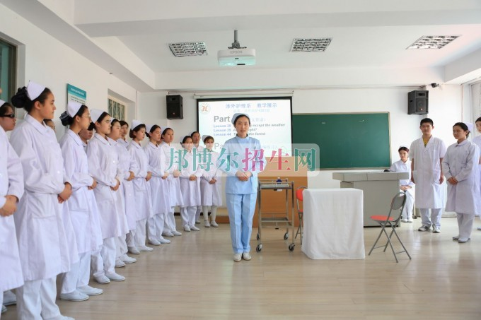 成都可以读涉外护理的大专学校