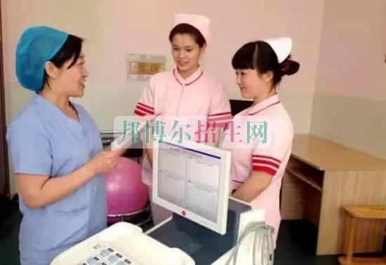 成都可以读助产护理的大专学校