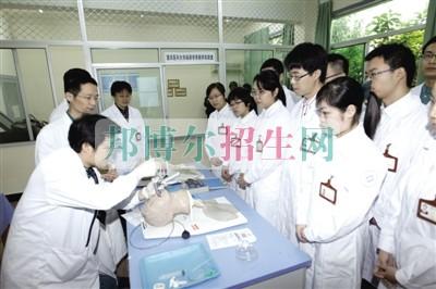 成都学涉外护理哪个学校好