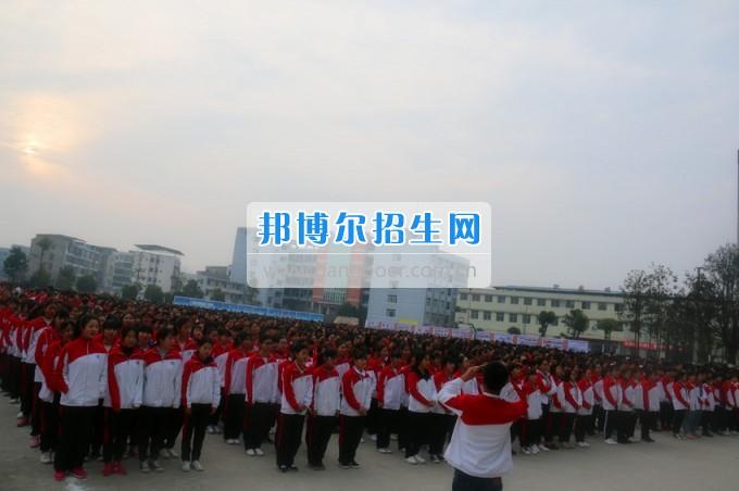 南充师范学校2016——2017学年度(下)期第三周朝会仪式成功举行