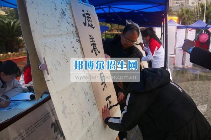 """南充师范学校花开满堂盛世春——南充师范欢庆""""三八""""节"""