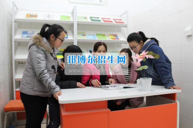 川南幼儿师范高等专科学校党团工作站、图书漂流站在学生公寓正式运行