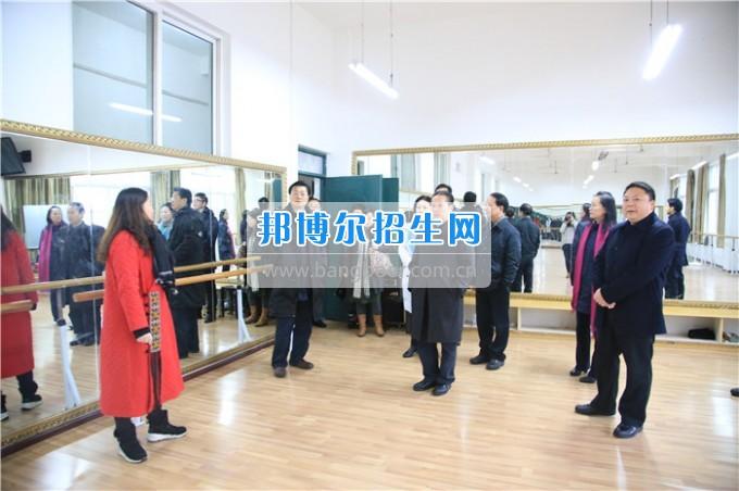四川音乐学院党委书记、院长林戈尔教授一行到川北幼儿师范高等专科学校考察