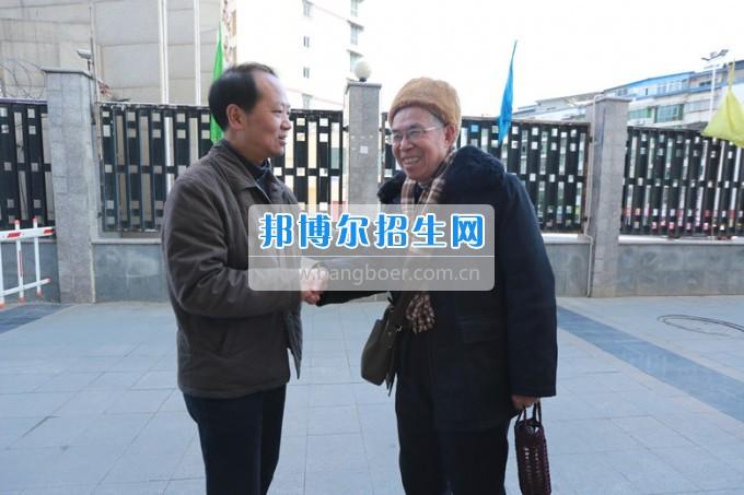川北幼儿师范高等专科学校党委书记张斌走访慰问学校离退休老同志