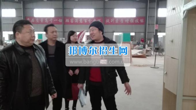 川北幼儿师范高等专科学校张廷鑫校长带队考察学生公寓设备