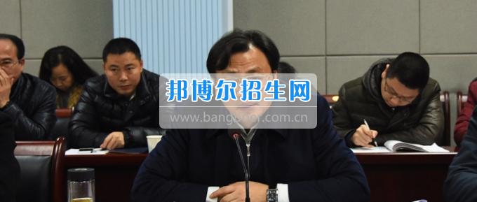 长江师范学院党委中心组专题学习全国高校思想政治工作会议精神