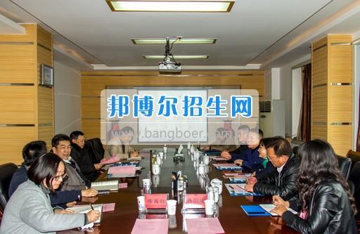 兴义民族师范学院刘照惠校长率队到省属高校考察后勤管理工作