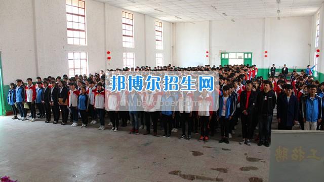 馨知心集团、云南动高铁普铁公司、上海大众等多家单位在我校举办招聘会