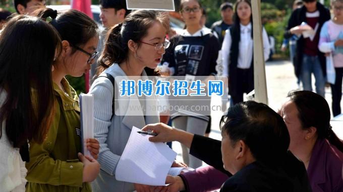 2017届云南省医药类高职高专毕业生供需见面会在昆明卫生职业学院成功举办