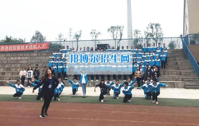 团市委领导督查泸州市职业技术学校参加2017年五四青年节主题团日活动节目准备情况