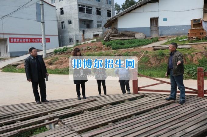 川北幼儿师范高等专科学校开展2017年帮扶插花贫困户对接工作