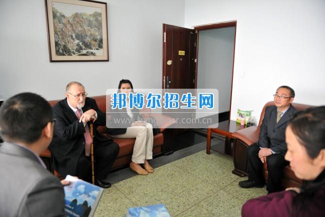 2017年乐山师范学院领导会见外籍专家张科德