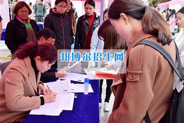 内江师范学院举办2017年师范类学生春季就业实习专场双选会
