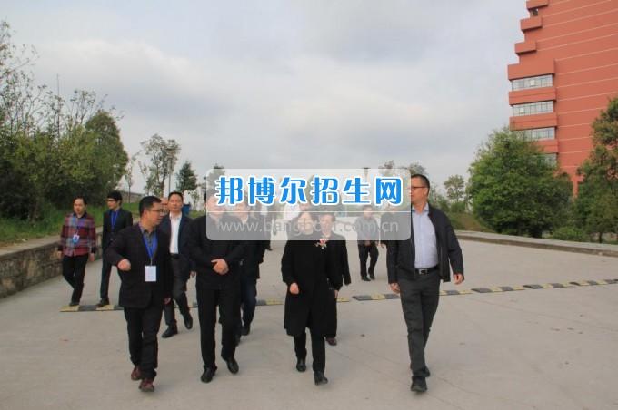 重庆市石柱县政协主席莅临贵阳医学院神奇民族医药学院参观考察