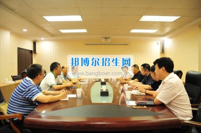 成都医学院副院长周京国一行来川北医学院调研座谈