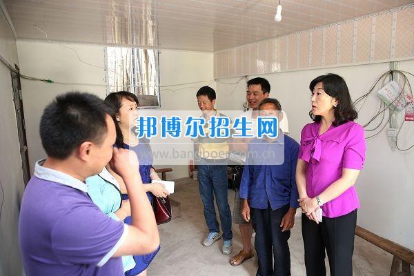 雅安职业技术学院石静院长带队到天全县新华乡铜山村看望慰问困难党员群众