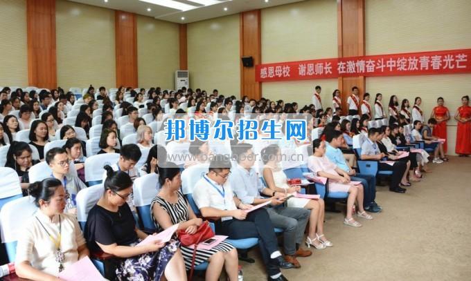重庆商务职业学院举行2017届毕业典礼