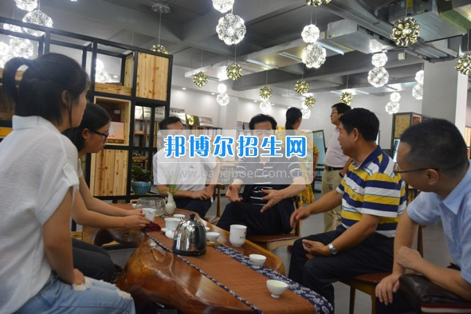国家开发银行贵州省分行副行长金志英一行莅临贵州盛华职业学院调研