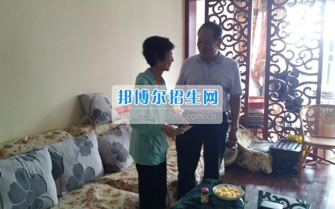 喜迎建党96周年贵州职业技术学院领导走访慰问退休老党员