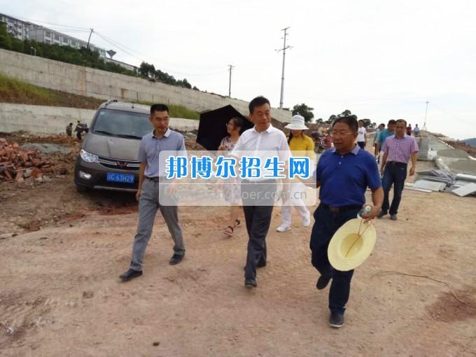 重庆财经职业学院领导视察校园扩建工程建设情况并听取工作汇报