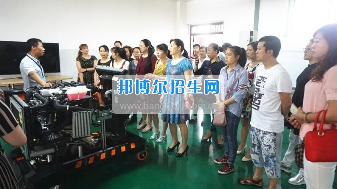 泸州财经学校学校召开2017年春季学期家长委员会