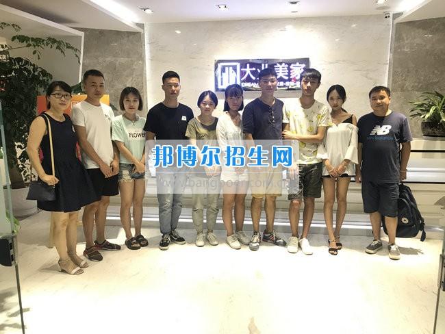 四川城市职业学院艺术设计学院教师走访看望实习生