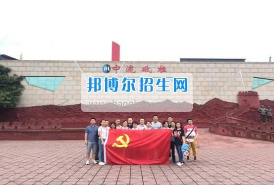 四川華新現代職業學院行政二支部開展七一系列活動