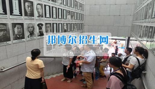 四川华新现代职业学院行政二支部开展七一系列活动