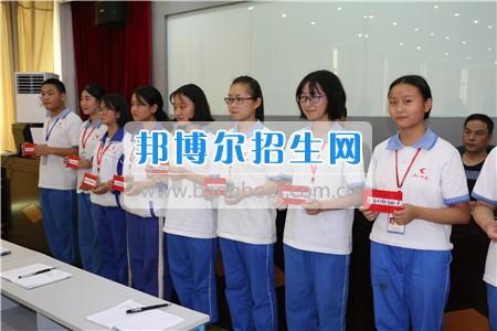 阆中师范学校落实教育扶贫为贫困学生发放生活补助