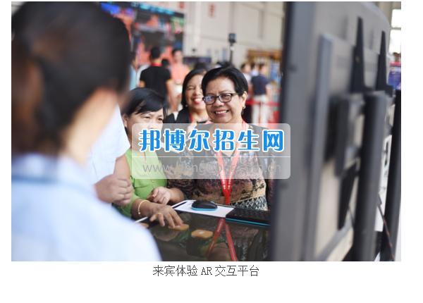 东盟教育交流周的各国来宾莅临贵州建设职业技术学院参观考察