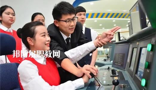四川2021年女生在铁路学校学什么好