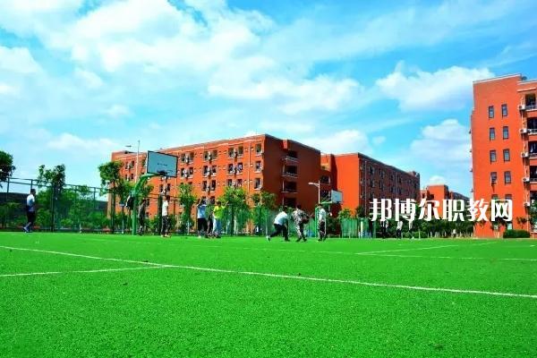 广东2021年没上完初中可以上中专学校吗