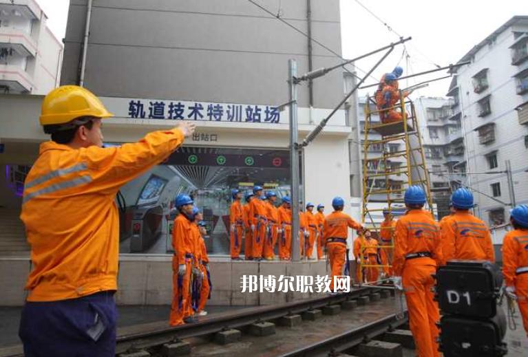 重庆2022年轨道交通学校有哪些科目