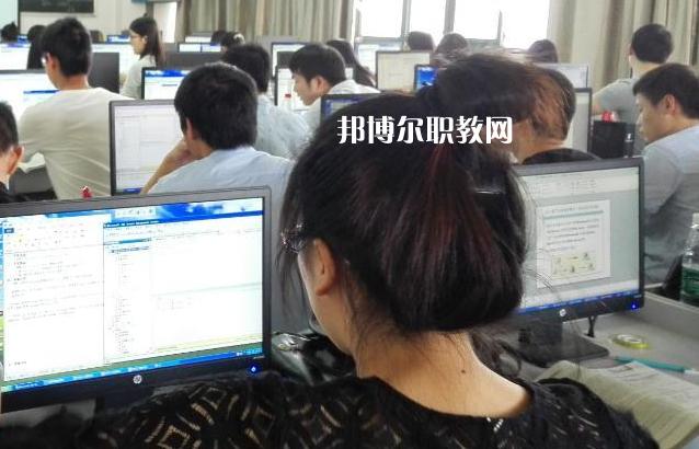 浙江2021年女生适合计算机学校吗
